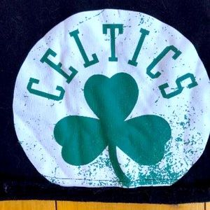 NBA  🏀 Celtics Fan Cropped Sweatshirt.